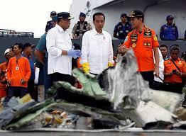 Máy bay rơi xuống biển Indonesia
