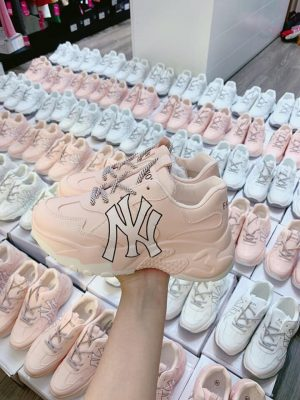 xưởng giày thể thao nữ